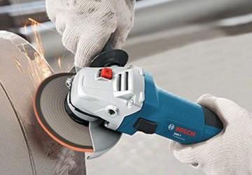 ad256c90383b7c Pour scier, tronçonner, poncer, brosser et effectuer de nombreux travaux  sur des matériaux de construction, la meuleuse est la machine  incontournable.